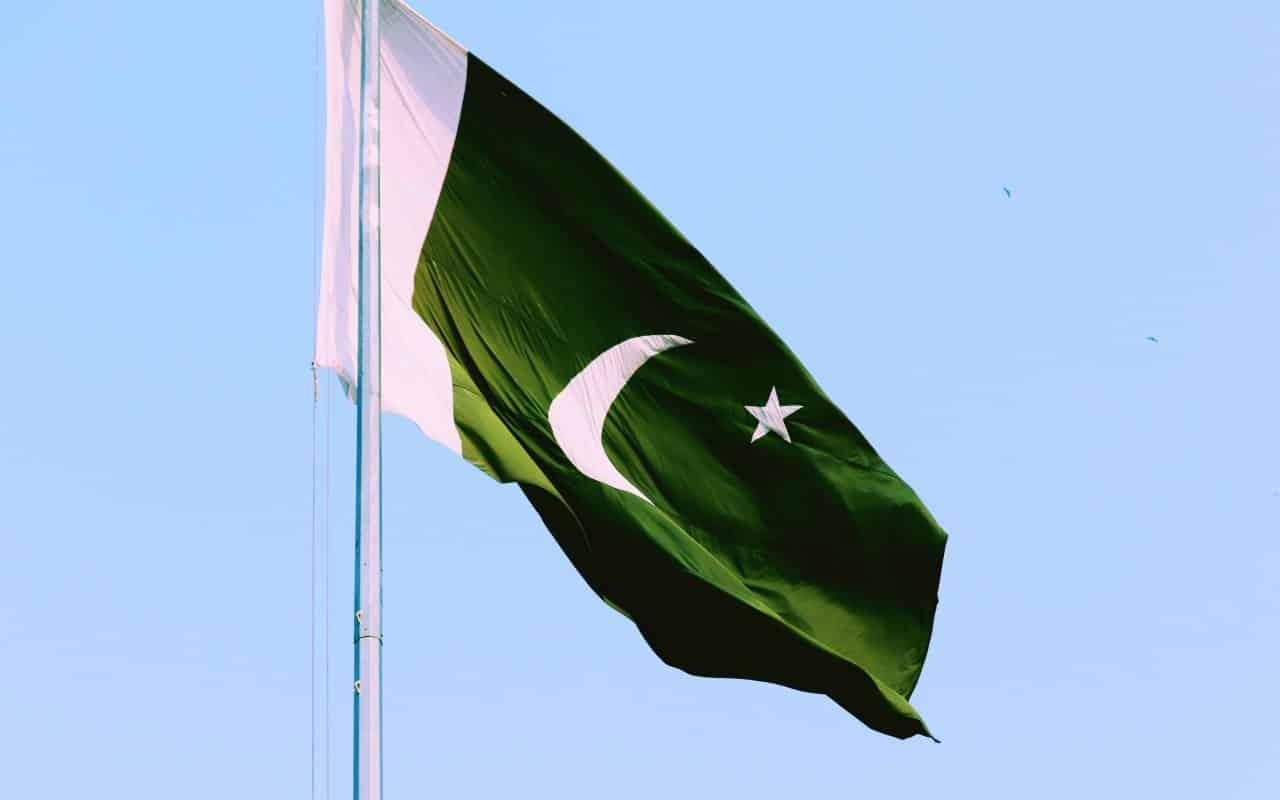 green pakistan flag